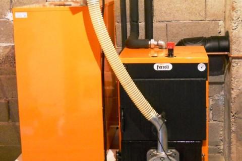 Podno grejanje na vodu ili solarno grejanje ili peć na pelet