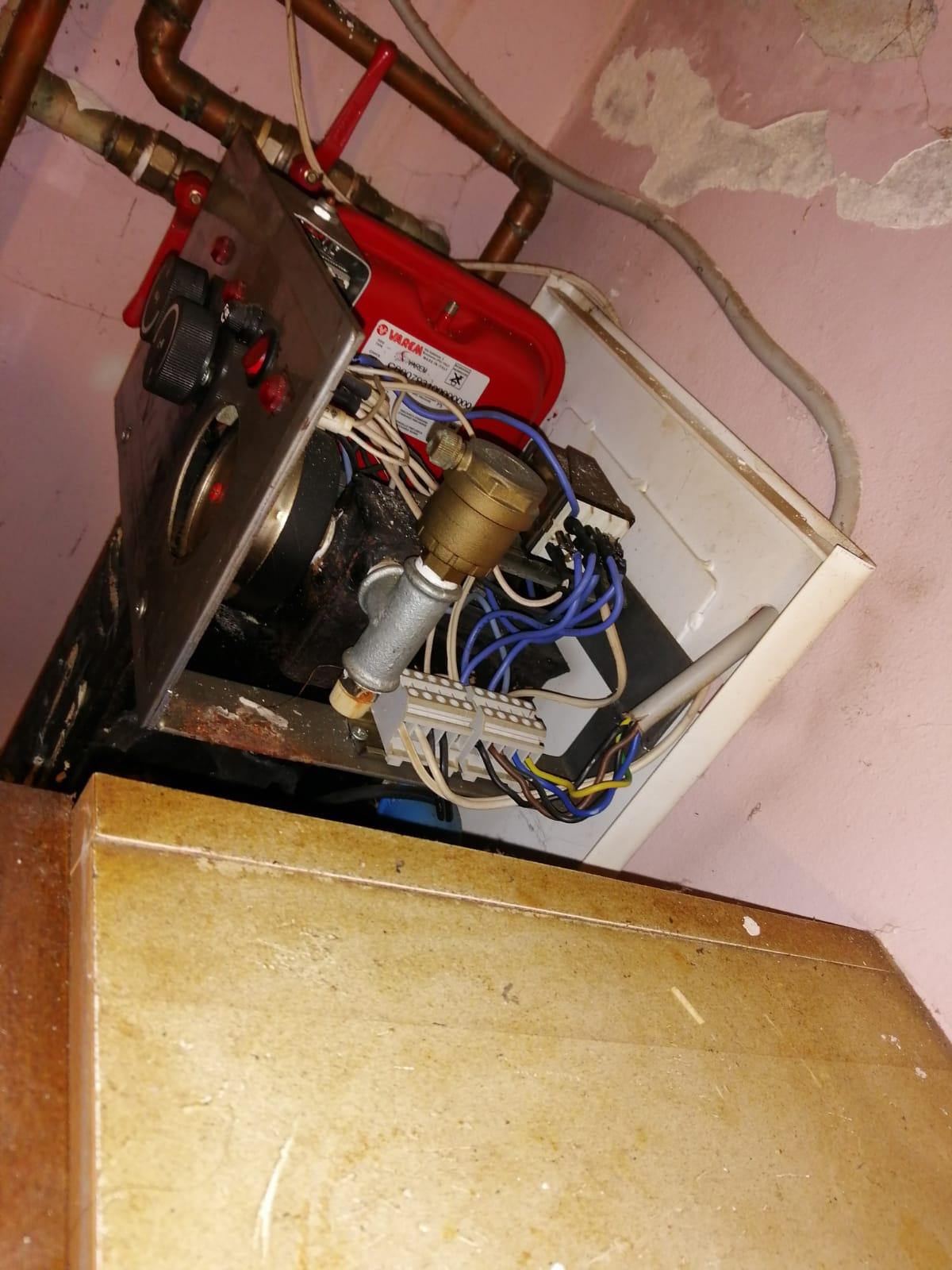 koji se javljaju u vašem domu gde su električarske prirode znači Vrlo često može doći do skakanje osigurača pa je haos majstor Toma taj vaš kućni majstor kuće svetu pregledati videti da li je došlo do pregrevanja osigurača usled Nekog velikog otpora u vašem stanu odnosno kvara na nekom od električnih uređaja kao što električni štednjak kvara narednih ringli u samo električne instalacije ili došlo do kvara na bojleru na grejaču bojlera na njegov električne instalacije ili se pokvarila te opet koja Vrlo često može da izazove kuršlus u stanu. ako se vratimo na etažno grejanje i na grejanje uopšte granny može biti parno i centralnog ili etažno grejanje odnosno u novije vreme sve je to na neki način pomešano za pivo Koji deo popravke servisa montaža ili demontaža potrebne pozvati kućnog majstora Tomu električara to jest majstora koji popravlja servisira i otklanja kvarove na etažno grejanje u Beogradu Borči Borči Vračaru. dolazim i popravljam sve to je ono što kaže Haus majstor Toma kaže da pozovete A šta to može biti sve možete vi sami da mi nađete ako krenemo od električnih aparata to jest električnih uređaja koji se nalazi u kuhinji u vašim kupatilima jednoj sobi to može biti sijalica se lično grlo i usta nameštanje otklanjanje kvarova ili povezivanje. možeš posebne specijalnost biti i nameštanje garnišni dobro često je potrebno ili ljudima popraviti roletnu odnosno izvršiti neku korekciju u stanu kao što su neki gipsani radovi ako govorimo o gipsanim radovima onda takođe Toma električar kaos majstor ima svog čoveka koji radi gipsane radove radove odnosno blage korekcije Koje su potrebne u vašem stanu Vrlo često tako reakcije se odnosi jedino popravljanje zidova na krpljenje posle nameštanja stolarije vrata prozora izbijanje određenih delova zidova i tome slično odnosno gipsanih radova. dolazi u svako doba dana ili noći može vršiti popravke Matea pećima treba peći su Vrlo često jako bitna stavka u vašem domovima pogotovo mojim zimskim mesecima od oktobra novembra dece
